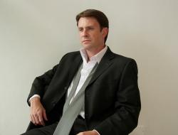 Damián Cazeneuve, Asistente
