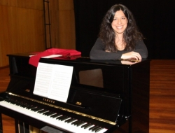 Paula Gago, Asistente